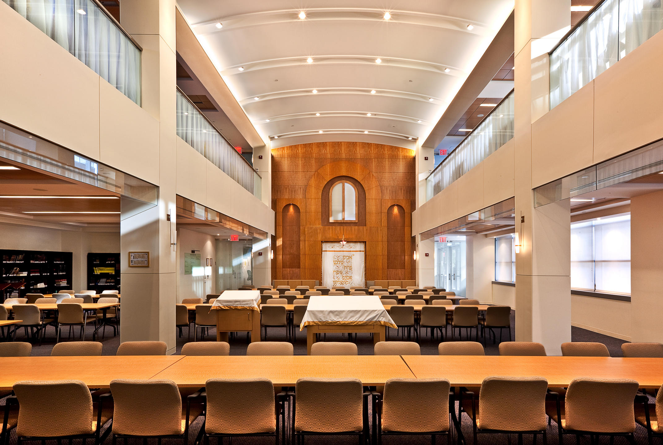 Yeshiva University library and study area  : MBI Group NYC : New York NY Architectural Photographer | Interior and Exterior